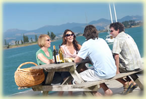 Picnic at Mapua - Image courtesy Nelson Tasman Tourism.
